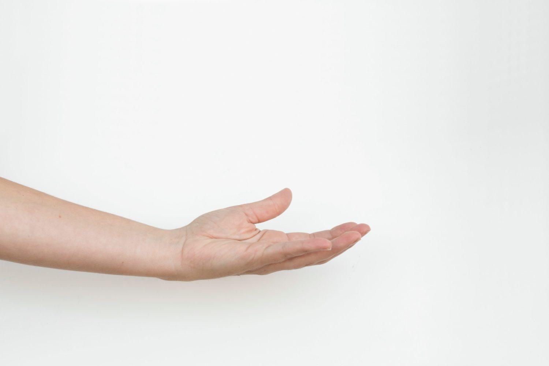 main femme bienveillante
